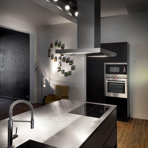 Rijwoning met living in loft-stijl. - Roeselare