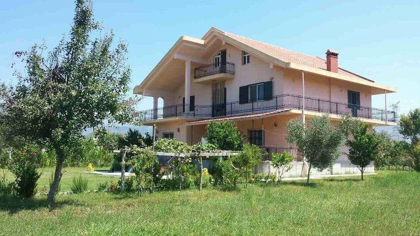 Villa Luca - Ishull Lezhë - Дом