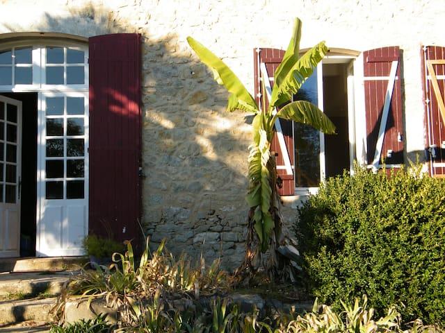 charme, nature  avec nos animaux périgord - Saint-Remy - Huis