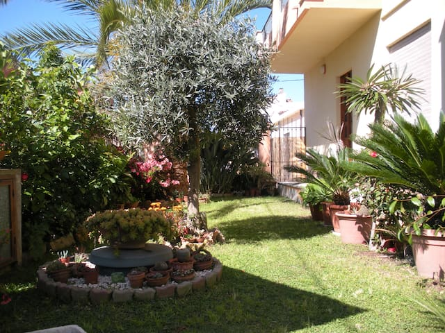 Nice and bright apartment with green courtyard - Tortolì - Leilighet