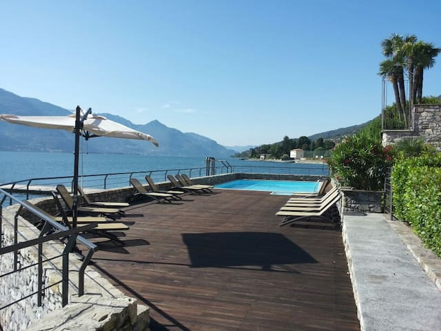 Lake Front Apartment with garden and swimming pool - Musso - Leilighet
