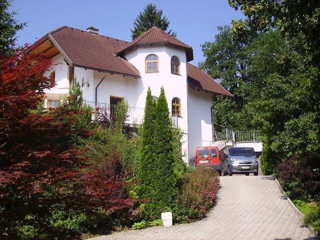 Gemütliches Ferienappartement in Seenähe - Reifnitz - Egen ingång