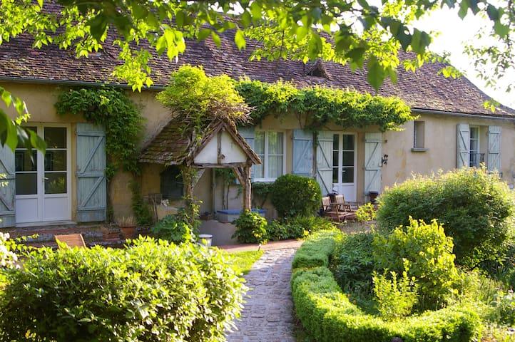 Chambres d'hôtes avec petit déjeuner,piscine,... - Cours-de-Pile - Bed & Breakfast