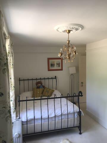 2nd room in Georgian house - Uckfield - Dom