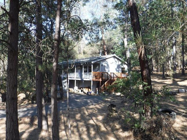 Mountain Home near Yosemite, Lake and Trails - Groveland - Huis