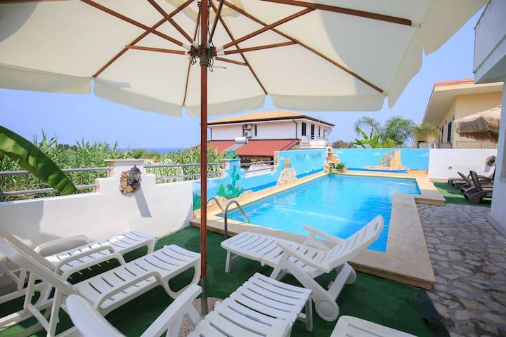 Apartament z basenem zaledwie 250 m od plaży Trope - Briatico - Apartament