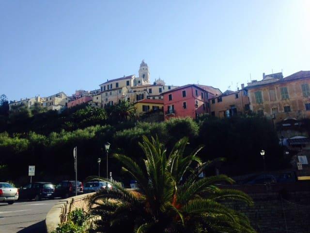 Terrace in the historic center - Cervo - Maison