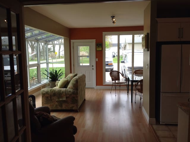 Enjoy our beach apartment. - Port Burwell - Leilighet