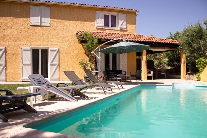 Beautiful room near Aix en Provence - Velaux