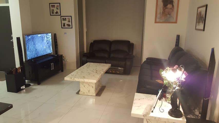 Bright and spacious 2 bed apartment - Takanini - Departamento