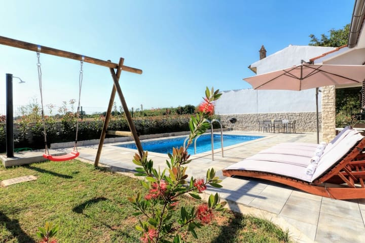 Pool House, 5+2 persons, 3 bedrooms, 2 bathrooms - Marčana