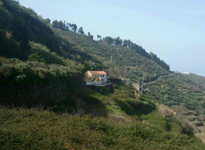 Magnífica casa en la montaña - valleseco  - Huis