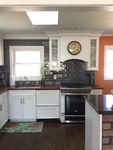 Relaxing dog friendly home, close to everything - Smithtown