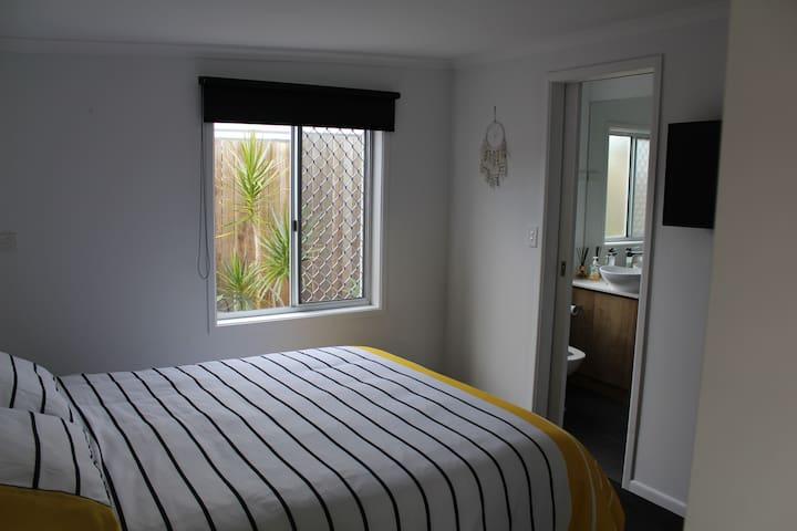 Beachside Wurtulla private one bedroom flat - Wurtulla - Apartamento
