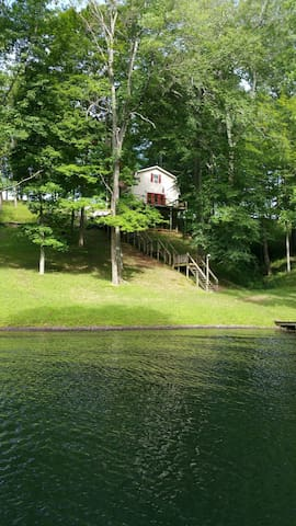 private waterfront three level home - Bedford - Maison