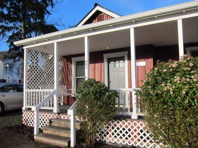 Historic Conard Cottage on Penn Cove - Coupeville - Chalet