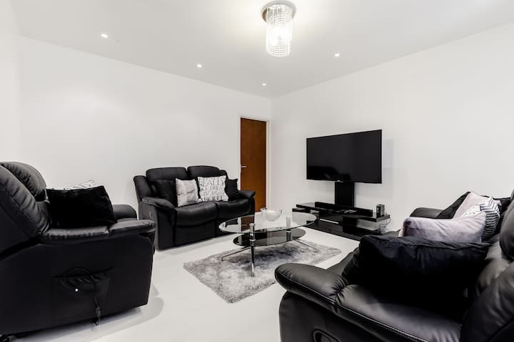 LOVELY FURNISHED  ROOMS IN A HOUSE - Dartford - Дом