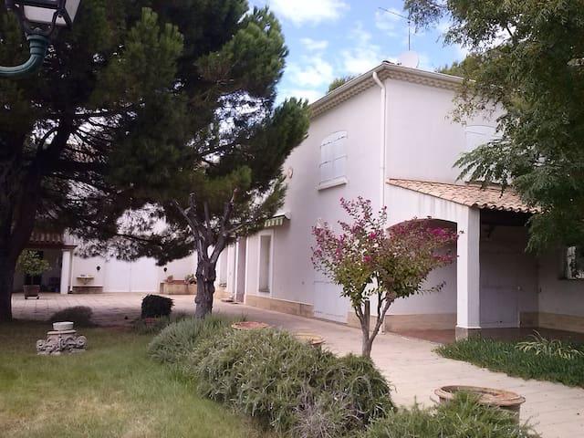 Maison familiale ac piscine dans domaine viticole - Lieuran-lès-Béziers - Hus