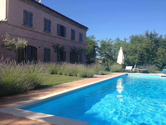 Casa Rosa, tennis court and pool - Santa Vittoria In Matenano - Huis
