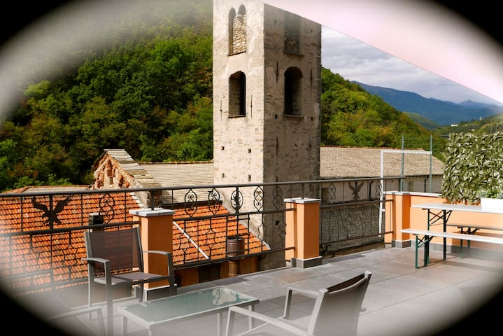 2 bed (4 people only) with balcony & large terrace - Pieve di Teco