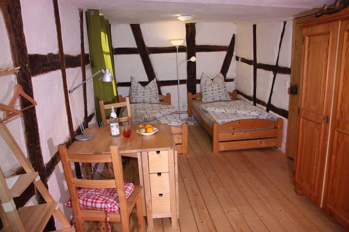 Gemütliche Gästezimmer in einem Fachwerkhaus - Sachsenheim - 家庭式旅館