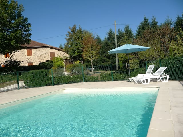 Gîte Noix: Relaxing setting with large pool. - Angoisse - Departamento