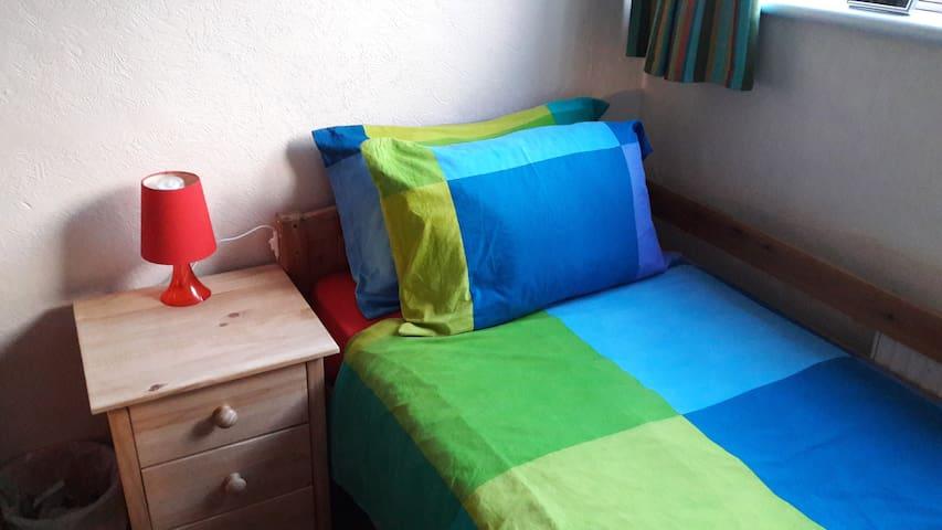 Single room, local amenities, use of facilities. - Bolton - Hus