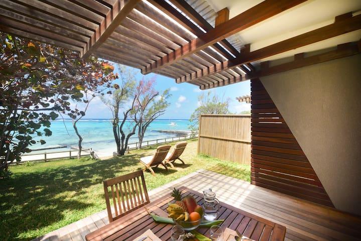 4* contemporary beachfront villa - Pointe d'Esny - Villa