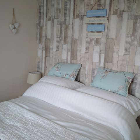 Double Room with Sea View TV Wifi  & Packed Lunch - Newbiggin-by-the-Sea - Hus