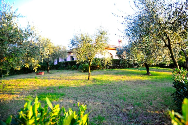 Villa located just 30 km outside of North Rome - Moricone - 別荘