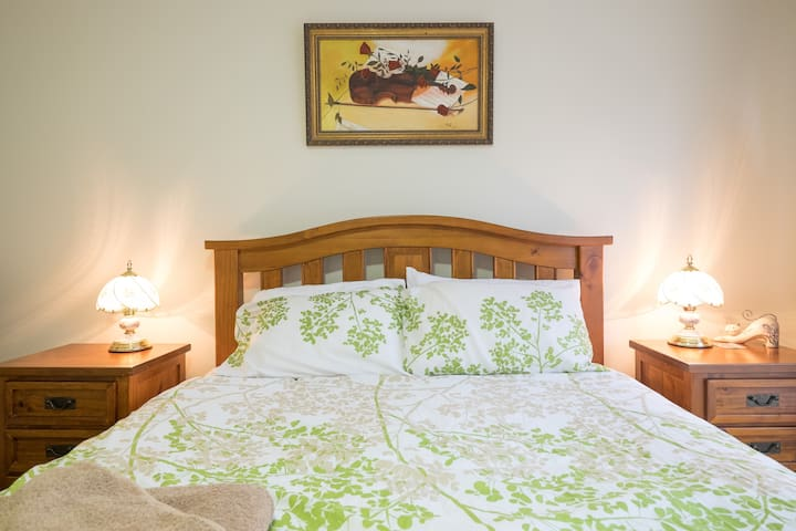 Luxurious & Modern with WIFI - North Lakes