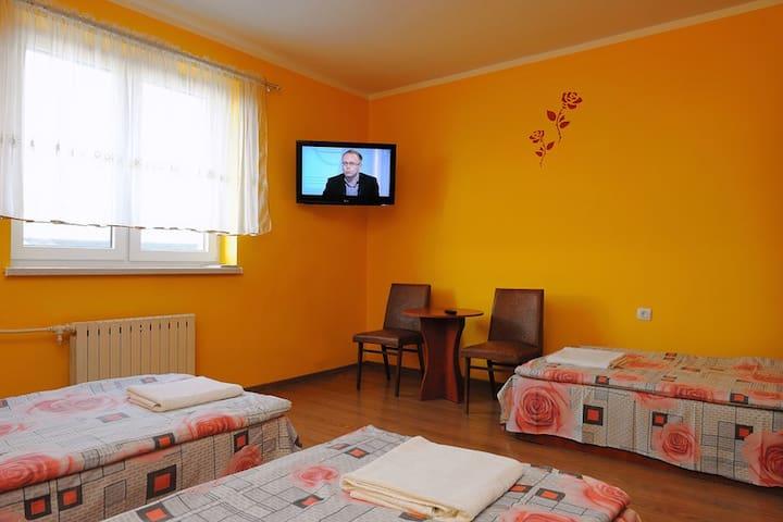Kujawska Zagroda - doskonałe pokoje z łazienkami - Murzynno - Hus
