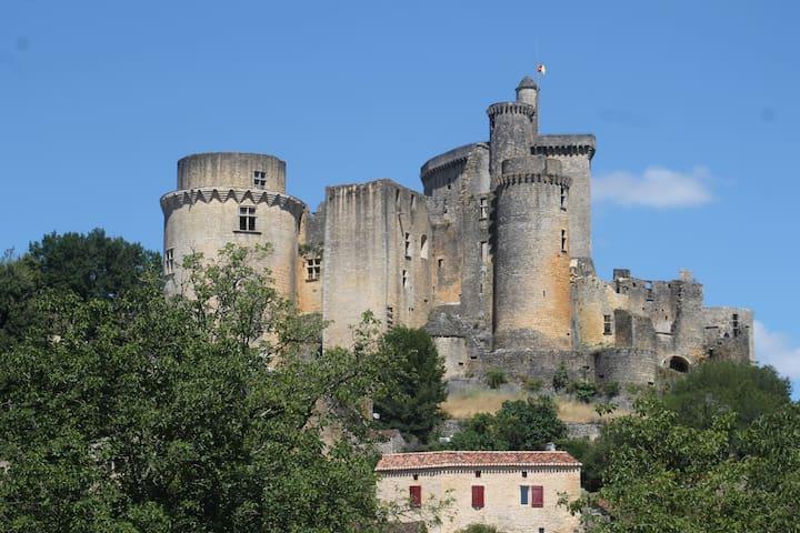 Maison au pied du château de Bonaguil - Saint-Front-sur-Lémance - Hus
