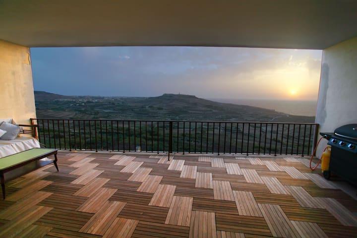 New!Cliff Edge Apartment with Views - Iż-Żebbuġ - Daire