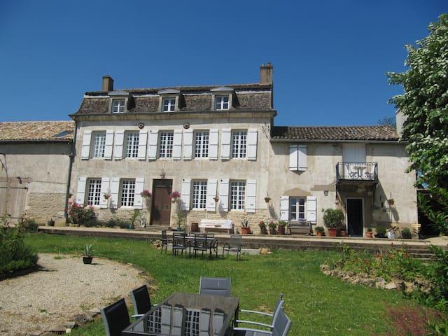 Gite in oud wijnhuis La Montagne - Tournus - Daire