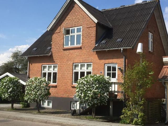 Rent our basement for 4-5 persons, near Aarhus - Hammel