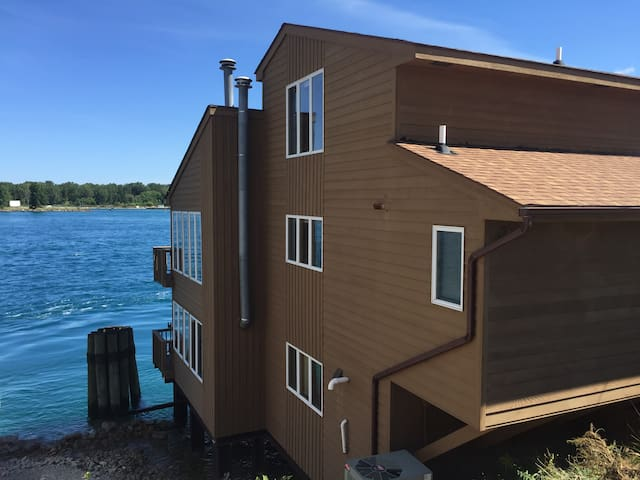 Downtown Port Huron River House with Great View - Port Huron - Huis
