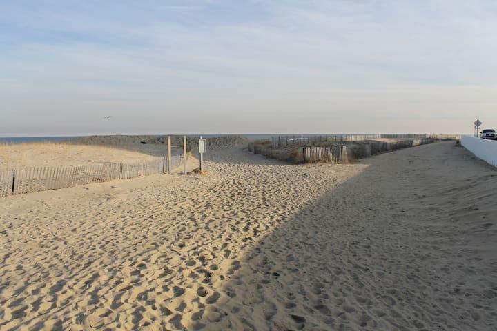Bright & Airy Studio Beach Getaway - Лонг Бранч - Квартира