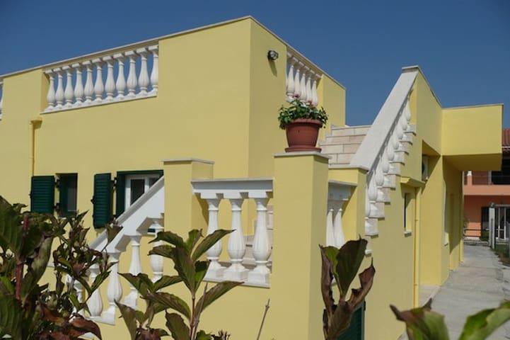 Harlexeys, Roda, Corfu - Roda - Departamento