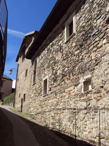 ALL'OMBRA DELL'ANTICA PIETRA - Orta San Giulio