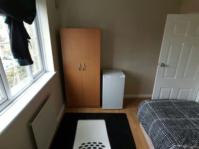 single room - Woodford - Daire