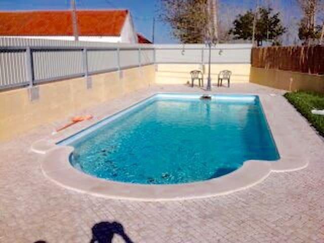 Irresistível moradia com piscina!! - Montes - Casa