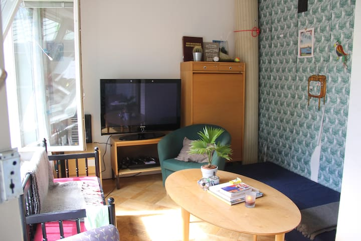 One bedroom in a big house near the city center - Danderyd