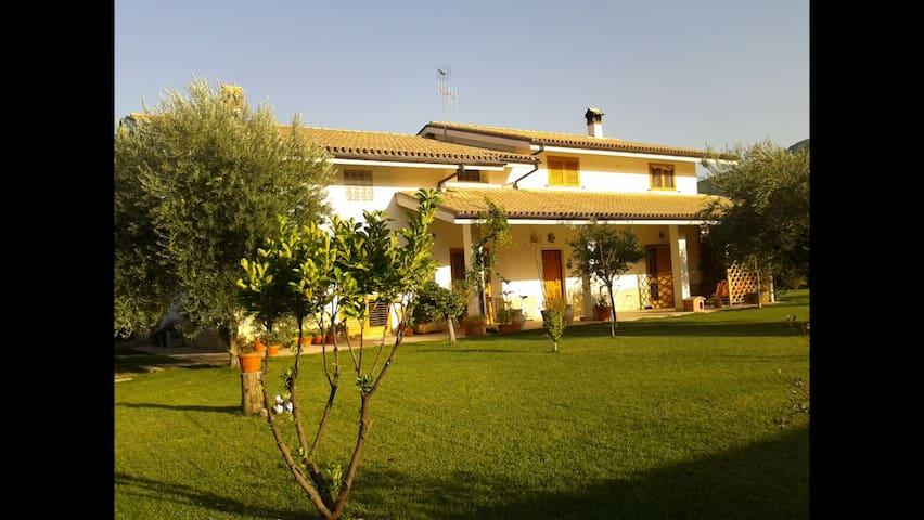 Little Manor sited in the hearth of Abruzzo - Introdacqua - Huis