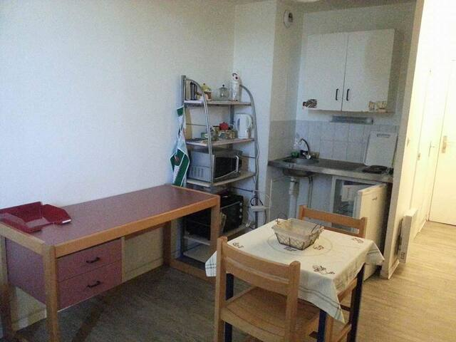 Petit studio 18m2 avec balcon et parking - 蒙佩利爾 - 公寓