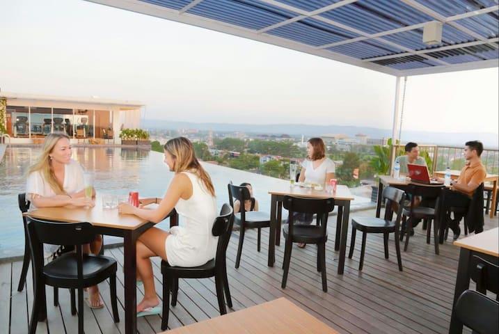 Apartment Wit Rooftop Pool In Yogya - Yogykarta - Leilighet