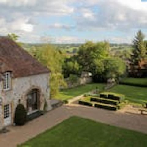 Chambre d'hôtes dans un monument historique - Souvigny - Bed & Breakfast