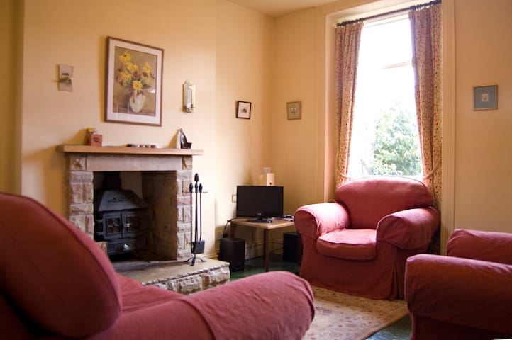 1 Primrose Cottages, Tideswell, Buxton - Tideswell