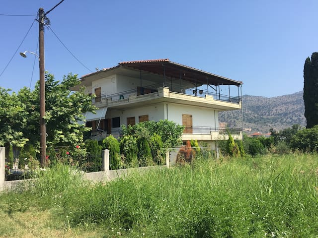 Room available in country home - Louros - Huis