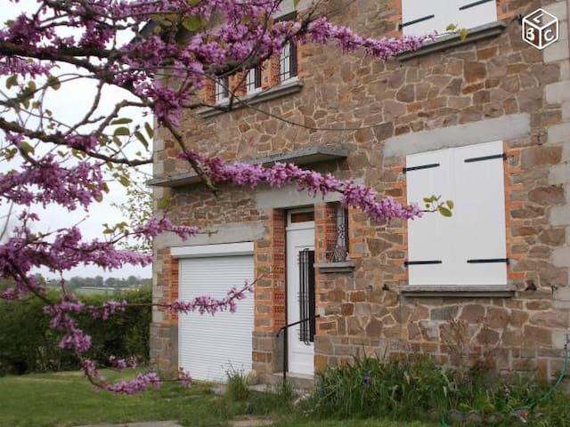 Maison à la campagne avec parc fermé et privé - Lédergues